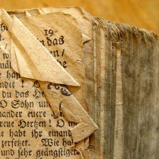 bibel-altes-verstaubtes-buch